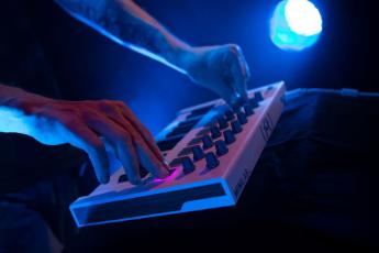 MIDI-клавиатуры: Arturia MiniLab MKII White MCI54480